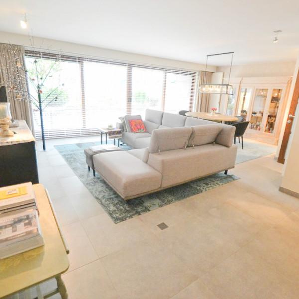 Magnifiek gelijkvloersappartement met grote terrassen + Garage.